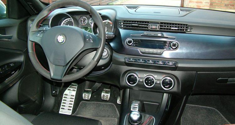 20100720_Alfa_Romeo_Giulietta_20_Mjet_12