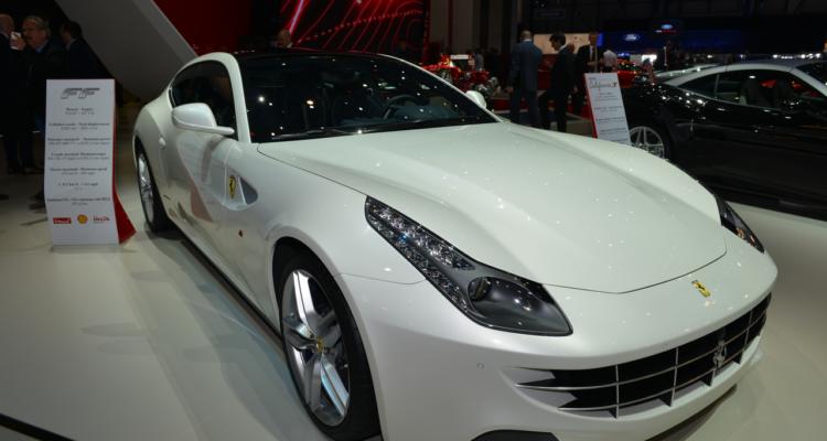 20150302_Ferrari_stand_Genf_2015_02