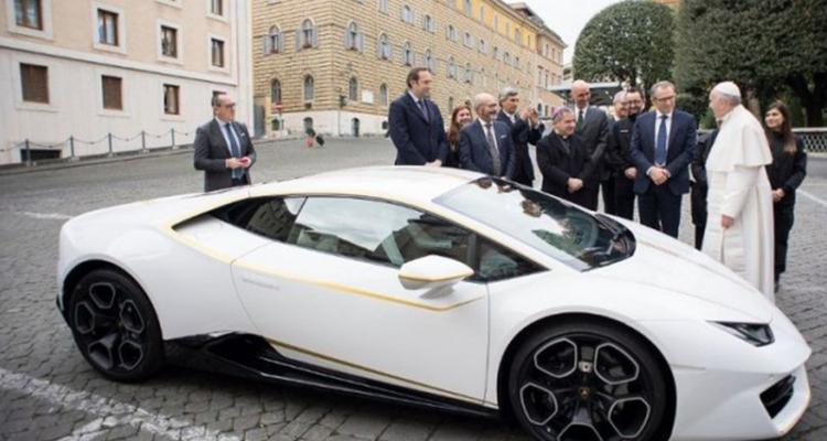 20171115_Ferenc_papa_Lamborghini_Huracan_02